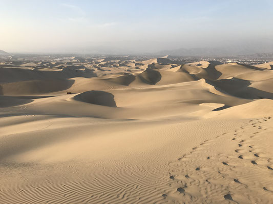 Hier erwarten die Besucher wirklich extreme Wüstenerlebnisse, wie Sandboarding und Dünenbuggy fahren