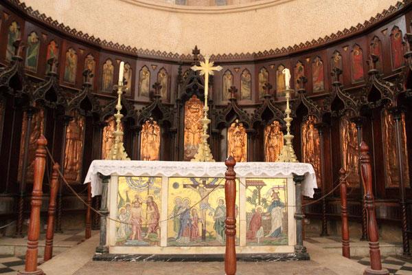 Heute steht an der Stelle, an der die Sklaven ausgepeitscht wurden, der Altar der Kirche