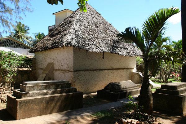 Die Kirche entstand zu Ehren zweier Kapitäne Vasco da Gamas, die auf der Route nach Indien an den Strapazen der Reise verstarben