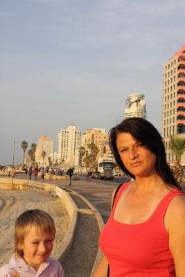 Tel Aviv - eine moderne Stadt zum Spaßhaben mit schönen Zuckerstränden neben Hochhausneubauten an der Corniche