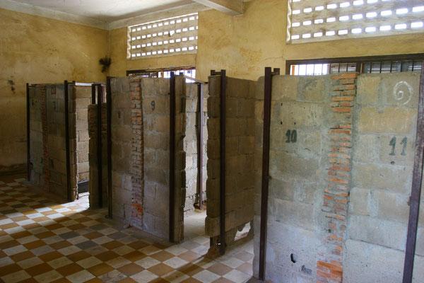 """Die """"Bessergestellten"""", das heißt wichtige Mitglieder der Gesellschaft, wurden in Einzelzellen gefangengehalten und an ein Gitterbett gekettet."""
