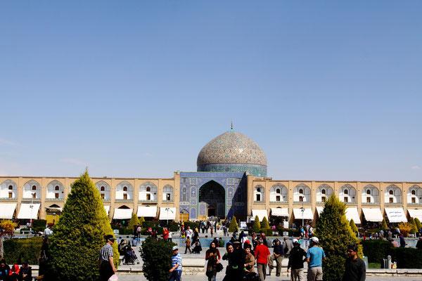 Vom Chehel Sotun-Palast führt der Weg zum Höhepunkt der Anlage, dem Meydan-e Imam, mit seinen Prachtbauten.
