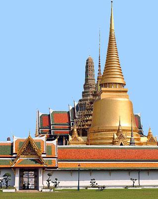 Phra Sri Rattana chedi: Die Goldene Chedi ist ein Reliquienschrein, sie soll ein Bruchstück vom Brustbein des Buddha enthalten.