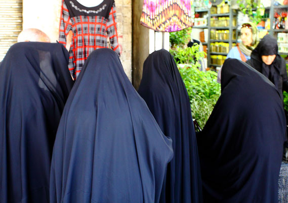 Verschleierte Frauen im Chador ....