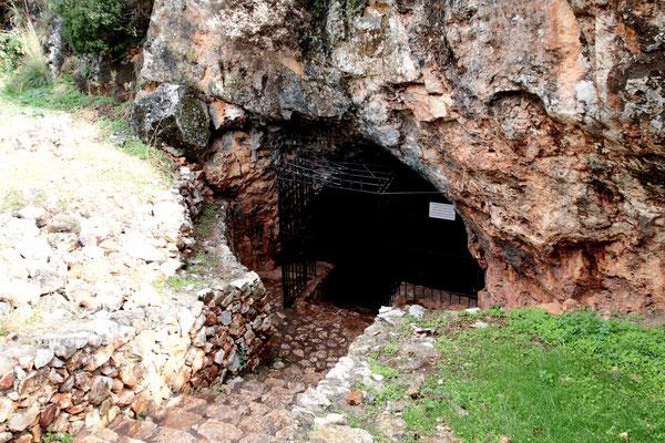 Melodoni-Höhle-sie weist auf die Zeit der türkischen Besatzung hin. Damals erlangte die Melidoni-Höhle traurige Berühmtheit.