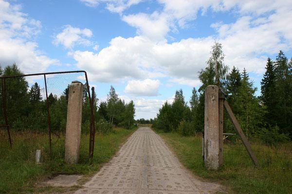 Russische Atomraketen in Litauen - Einfahrt zum unterirdischen Atomraketenstützpunkt in Ploksciai/Litauen
