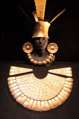 Im Museo Larco sind sehr schöne Schmuckstücke präkolumbianischer Kulturen zu bewundern, wie hier der goldene Brustpanzers eines Chimu`- Häuptlings.