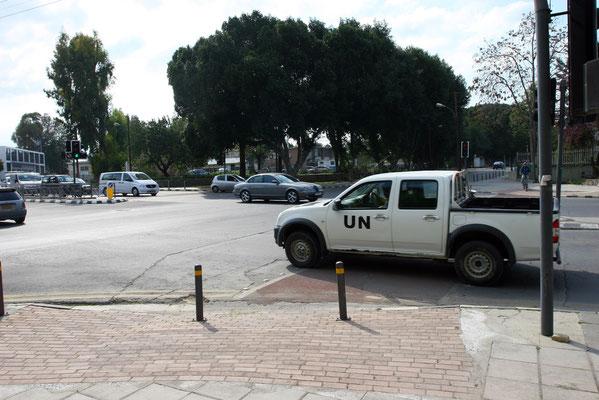 selbst 2012, 38 Jahre nach dem letzten Krieg wird die Grenze und vor allem entlang Varosha ständig von der UNO kontrolliert