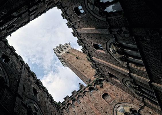 Siena hat den mittelalterlichen Charakter der italienischen Gotik erhalten. Die historische Altstadt gehört seit 1995 zum UNESCO-Welterbe
