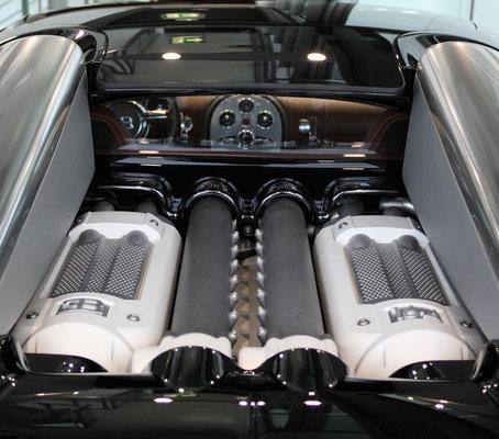 8 Liter 16-Zylindermotor mit 1002 PS des Bugatti Veyron