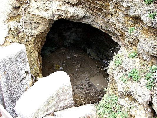 in dieser Grotte sollen der Sage nach die Sirenen ihre Opfer versteckt gehalten haben