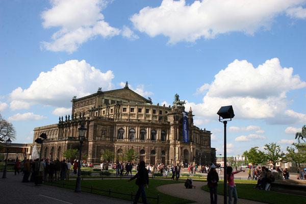 Dieser zweite Bau fiel in der Nacht des 13. Februar 1945 dem Luftangriff auf Dresden zum Opfer, nach dem Zweiten Weltkrieg bereiteten 1946–1955 Sicherungsarbeiten sowie konzeptionelle Studien 1968–1976 den Wiederaufbau vor