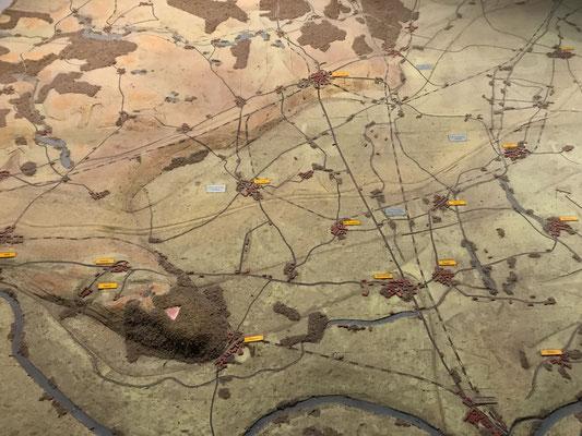 Die Schlacht um die Seelower Höhen am Oderbruch war das größte Schlachtfeld des 2. Weltkriegs auf deutschem Boden. Die Karte zeigt die Problematik der angreifenden Roten Armee durch die Odersümpfe