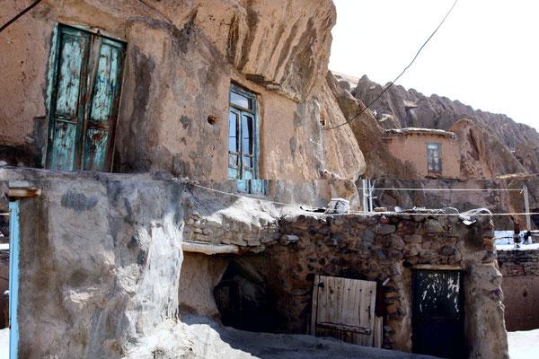 Die Besonderheit diese altertümlich anmutenden Dorfes, welches vor 800 Jahren gegründet wurde, beruht auf der geologischen Beschaffenheit.
