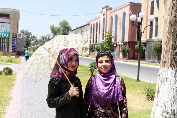 Auf dem Weg zum Palast begegneten uns diese fotogenen Mädchen