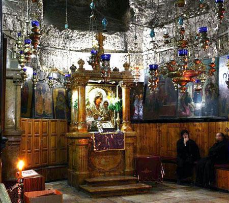 Die kleine Kirche wurde im 4. Jahrhundert erricht bevor sie von Saladin nach der Eroberung Jerusalems zerstört wurde. Die Krypta ist jedoch erhalten geblieben, da Maria auch im Islam verehrt wird.