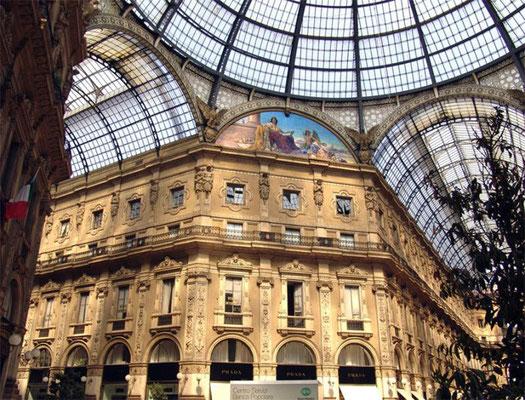 Die Viktor-Emanuel-Galerie ist eine nach dem Einiger Italiens, König Viktor Emanuel II., benannte überdachte Einkaufsgalerie aus dem 19. Jahrhundert.