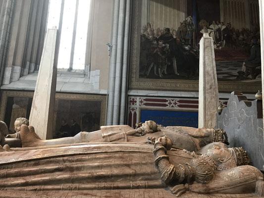 In der Domkirche Uppsalas, erbaut 1270 und die größte Kirche Nordeuropas, wurde König Gustav Wasa 1560 zusammen mit seinen Gemahlinnen, wie Katarina von Sachsen-Lauenburg, im Chor der Jungfrau Maria  begraben.