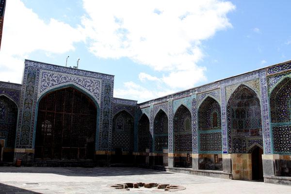 In Richtung des Kaspischen Meeres liegt in 1300 m Höhe die Stadt Ardabil