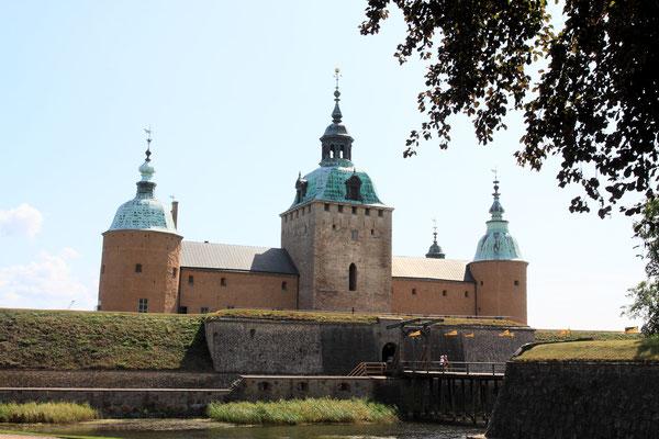 Schloss Kalmar in der schwedischen Stadt Kalmar ist einer der besterhaltenen Renaissanceschlösser in Nordeuropa. Durch seine Lage an der einstigen Grenze zu Dänemark spielte die einstige Burg eine wichtige Rolle in der schwedischen Geschichte.
