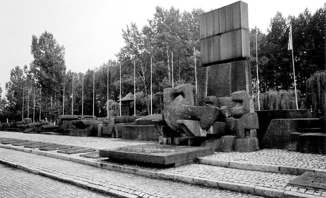 heutige Gedenkstätte am Ende der Gleisanlagen