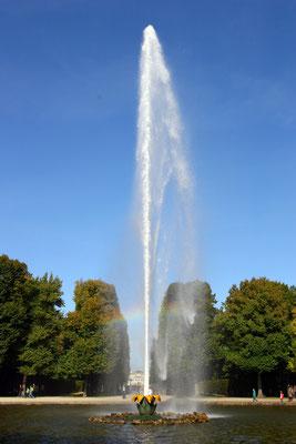 Große Fontaine erbaut 1700, dank moderner Pumpen erreicht sie eine Höhe von 70m