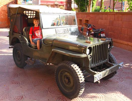 Stilecht wie in britischer Besatzungszeit wurden wir in einem original Willys-Jeep transportiert