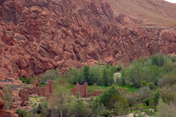 Klassische Route vorbei an rotvioletten Bergen, unzähligen Oasen und Ruinen früherer Kashbas