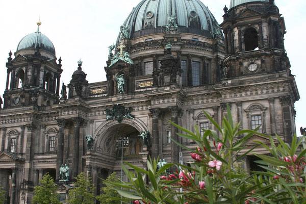 Berliner Dom auf dem nördlichen Teil der Spreeinsel,  Der 1894 bis 1905  in Anlehnung an die italienische Hochrenaissance und den Barock errichtete Dom gehört zu den bedeutendsten protestantischen Kirchenbauten in Deutschland