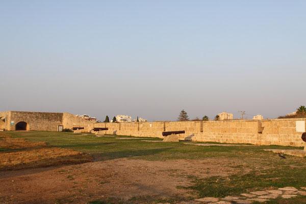 Die kanonenbewehrte Stadtmauer, die sogar Napoleons Truppen trotzte.