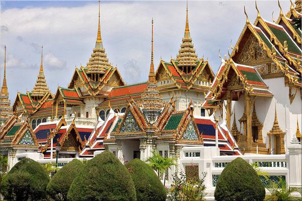 Der Königspalast oder Grand Palace: mit Sicherheit die spektakulärste Sehenswürdigkeit Bangkoks, die Anlage besteht aus über 100 Gebäuden und und umfasst eine Fläche von 20 ha.
