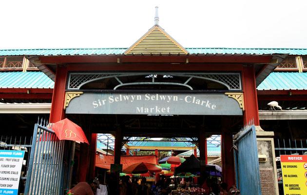 Sir Selwyn Selwyn Clarke Market - Mit einem Besuch auf dem belebten und farbenfrohen Markt bekommt man ein Gefühl für die Bewohner der Seychellen und ihre Lebensweise. Der 1840 gebaute und 1999 renovierte Markt ist das geschäftige Herz der Stadt.
