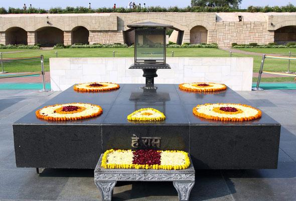 Die ganze Welt war über den Tod des friedlichen Kämpfers bestürzt. Indien feiert ihn noch heute als Vorbild und Nationalhelden.