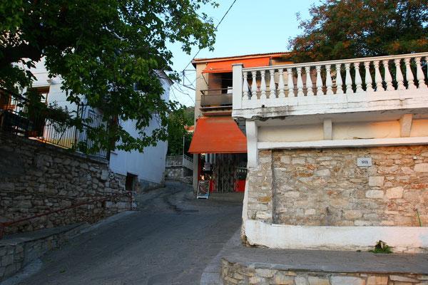 Ortsmitte von Kallirachi; zum Schutz vor Piratenüberfällen wurden die Siedlungen in den Bergen errichtet
