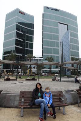 Als Tourist ist man meistens untergebracht im eleganten Stadtteil Miraflores mit Komforthotels, Shoppingcentern und Casinos.