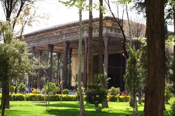 Dieser Palast mit dem großen Garten war Teil der safawidischen Palastanlage, die sich weit durch das historische Areal erstreckt, erbaut um 1590