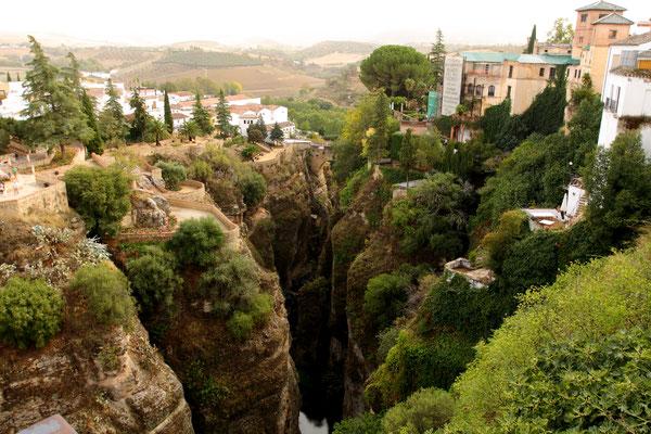 Das El Tajo ist die 100 Meter tiefe Schlucht, die Ronda teilt.