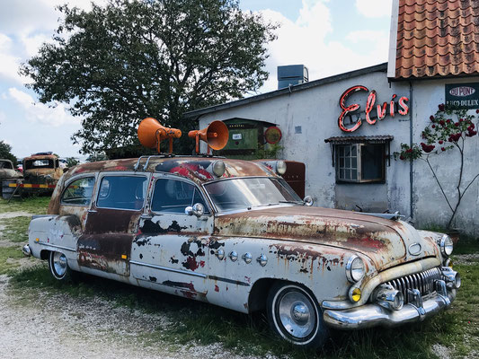 Das perfekte Ausflugsziel für alle Fans amerikanischer Oldtimer mit Herz, echtem Rock 'n' Roll und der 1950er Jahre.
