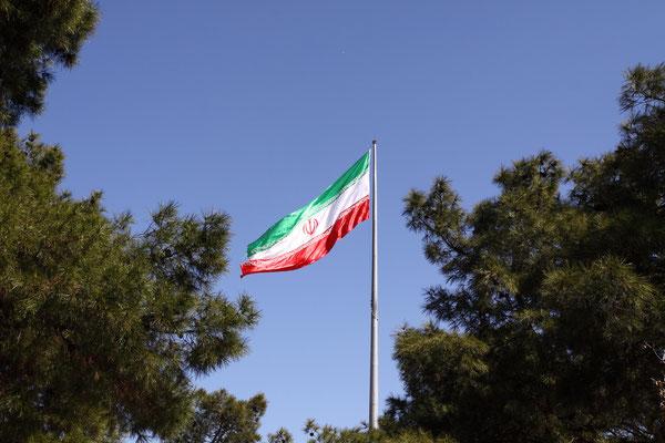 Iran, das frühere Persien-das Land zwischen Innerasien und Arabien, Indien und Mesopotamien hatte schon immer den Hauch von Exotik, Glanz, Reichtum und Schönheit. Seit der Antike zog es schon Reisende dorthin, auch wir waren überall im Land willkommen.