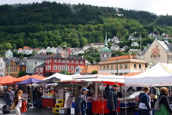 der Fischmarkt in Bergen mit allen Köstlichkeiten, die das Meer hergibt