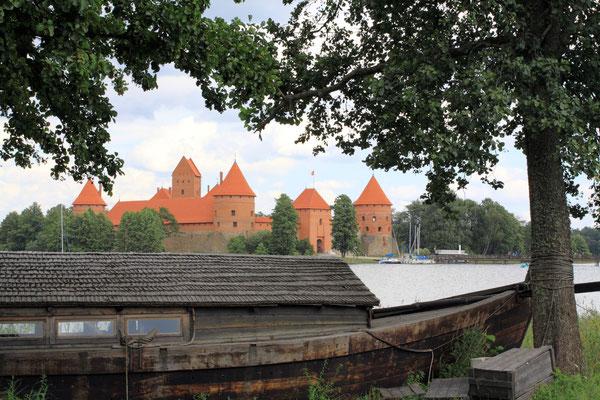 Sie zählt zu den Hauptsehenswürdigkeiten Litauens zumal sie die einzige erhaltene Wasserburg Europas darstellt.