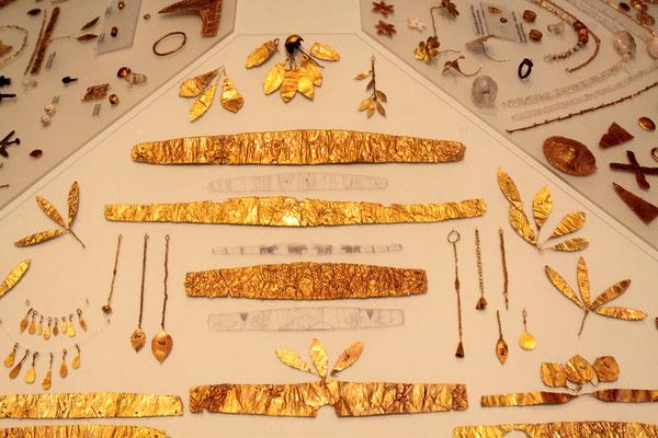 Das archäologische Museum in Heraklion ist in jeder Hinsicht sehr eindrucksvoll, birgt es doch die Goldschätze, Statuen, Gefäße und Wandmalereien aus der Zeit von 3000 bis 4500 vor Christus.