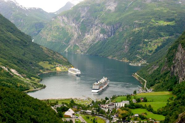 Der Geirangerfjord ist einer der bekanntesten Fjorde Norwegens und gehört seit dem 14. Juli 2005 zum UNESCO-Weltnaturerbe - ein einzigartiges Panorama.
