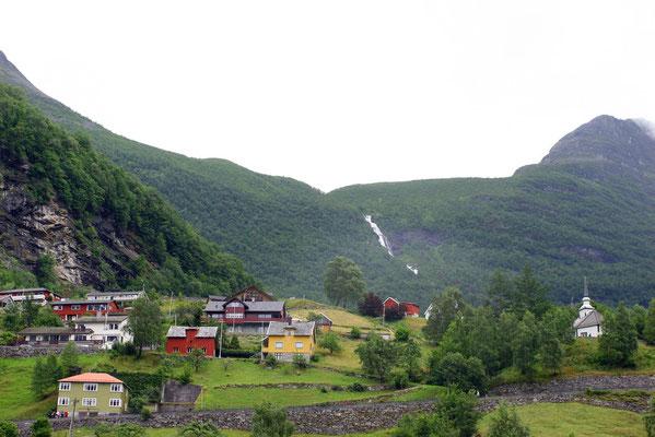 Geiranger selbst hat beschauliche 300 Ew., die ausschließlich vom Tourismus leben