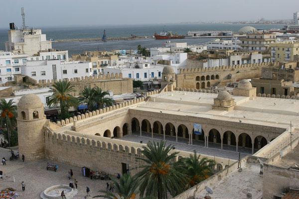Blick auf die Große Moschee vom Ribatturm