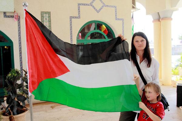 Zu Palästina gehört das Westjordanland (Westbanks) und der Gazastreifen.. Sie gelten als Gebiete des künftigen Staates Palästina, sind seit 1967 von Israel besetzt, aber seit 1994 unter palästinensischer (Teil-)Autonomie