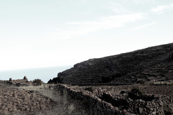Auf dem höchsten Punkt der Insel in etwa 4000 m Höhe kann man die Reste einer Tempelanlage besichtigen.