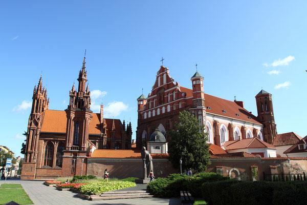 UNESCO-Weltkulturerbe: Der Gotische Winkel in Vilnius mit den drei Kirchen St. Anna, St. Bernhard u. St. Michael