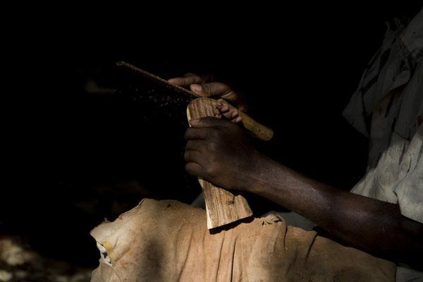 Herstellung von Holzschnitzereien mit einfachen Werkzeugen