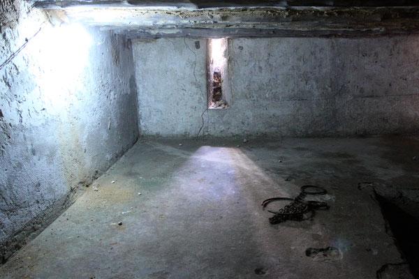 Unterhalb der Klosterräume befinden sich die engen und dunklen Kellergewölbe, in denen die Sklaven vor dem Verkauf z.T. wochenlang ausharren mussten.